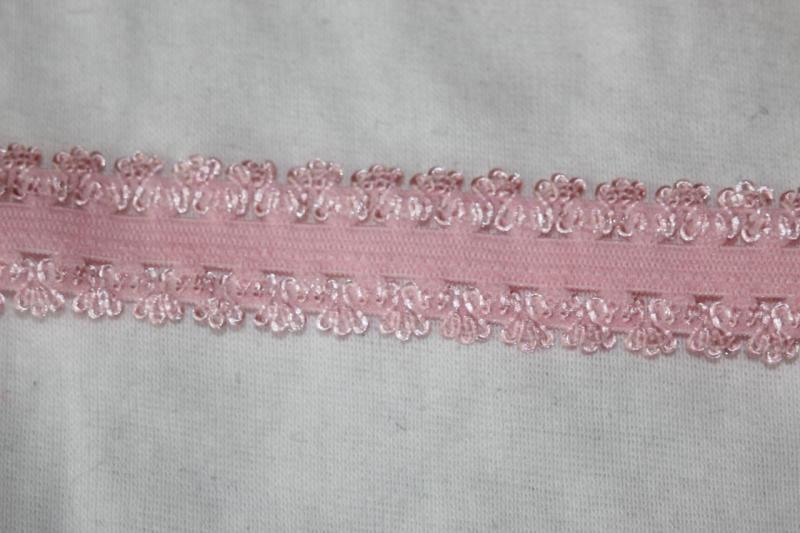 "2-3//4/"" wide x 5 yards long Scalloped Edge Peach Flat Lace Trim"
