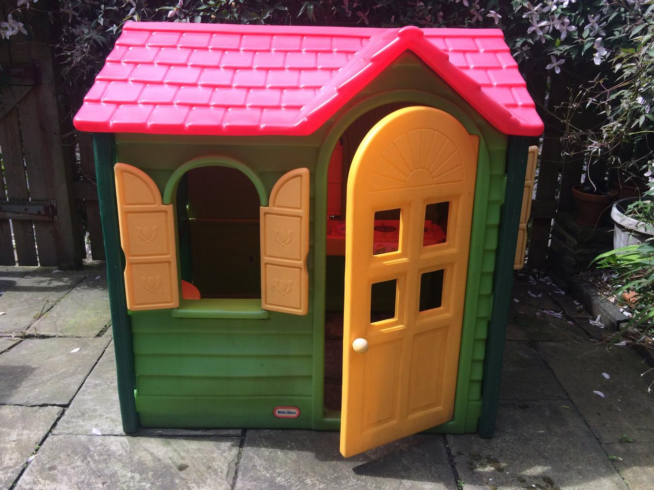 Little tikes evergreen country cottage playhouse for Little tikes house