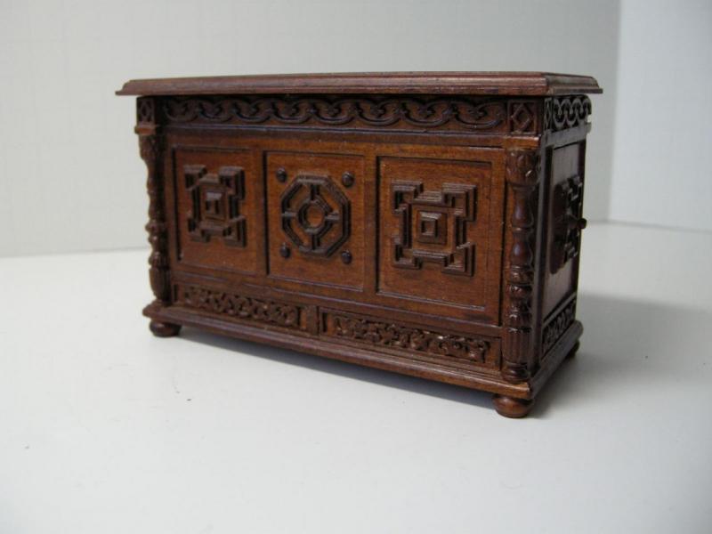 Dollhouse Miniature Famous Maker Furniture 6271 Tudor